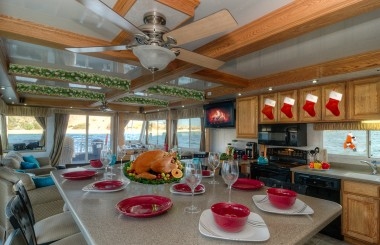 Why You Should Spend Christmas on a Houseboat Rental